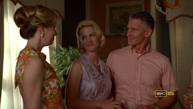 Mad Men 4x08 Betty has everything with Henry and her new life